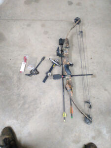 Youth compound bow with lots of extras
