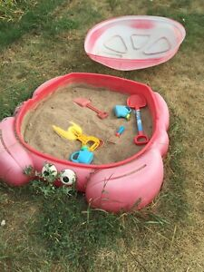 Sandbox with lid and sand