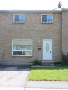 Family Friendly 3 Bedroom Townhouse FEBRUARY 1st