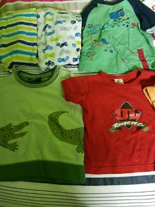 Lot de vêtements pour garçon 12 mois.