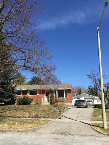$450/m - 284 Dale Crescent - 3 Clean and Quiet Bedrooms -Sept 1