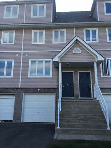 whole townhouse for rent in laurelwood area