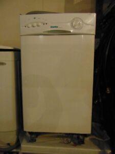 Petit lave-vaisselle encastrable de marque Danby