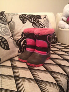 Girls winter boots in excellent condition