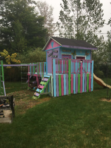Play Structure/House