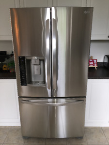 LG STAINLESS STEEL FRENCH DOOR FRIDGE **LIKE NEW** PICK-UP ONLY.