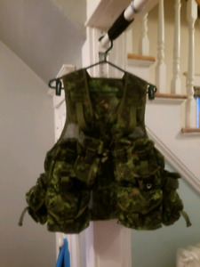 Tactical army vest brand new. With all accessorie pockets