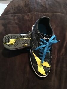 Size 4 Unisex indoor soccer shoes