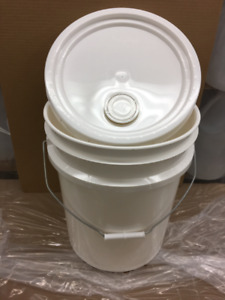 5 US gallon plastic pail and lid with spout $10