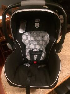 Britax B safe car seat and base for sale Moose Jaw Regina Area image 2