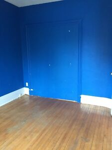 Summer Sublet: 1 room in a 4 bedroom apartment in Sandy Hill