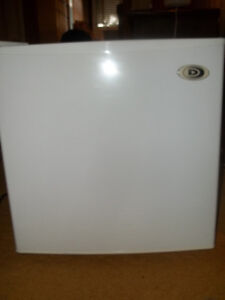 White Mini Fridge - EEUC