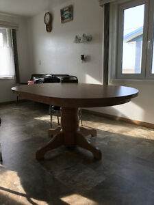 FOR SALE: Oak Dining Room Table