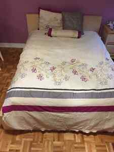 Duvet and Cover Set for a twin bed with 2 Cushions and Pillow Ca
