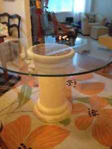 Beautiful glass dining table and 4 wicker chairs Peterborough Peterborough Area image 1