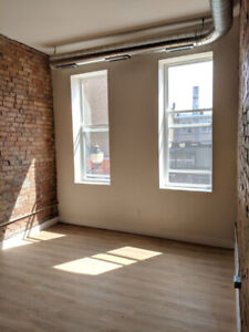 Brand New Luxurious & Modern 1 Bedroom Apartment