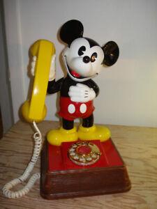 "Téléphone à cadran "" MICKEY MOUSE "" ( Walt Disney Productions )"