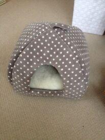 Cat basket bed
