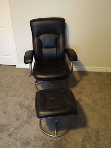 Leather Chair &  Ottoman in mint condition Kitchener / Waterloo Kitchener Area image 2