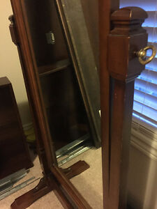 Antique Standing Solid Wood Mirror $100 OBO Oakville / Halton Region Toronto (GTA) image 3