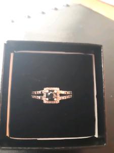 Blk  diamond ring/white gold