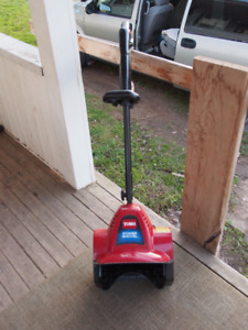 Electric snow blower in good working condition