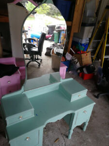 Kids Make up dresser with Mirror