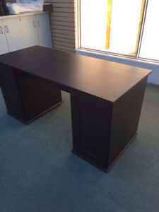 Magnifique bureau brun avec une chaise Lac-Saint-Jean Saguenay-Lac-Saint-Jean image 10