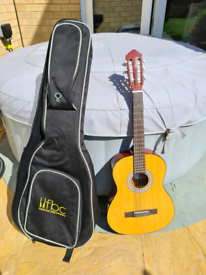 3/4 acoustic guitar and carry case