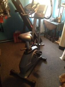 Golds gym 290 exercise bike