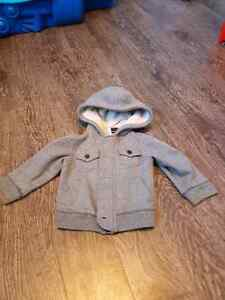 Boys Oshkosh Sweater 12 Months Peterborough Peterborough Area image 1