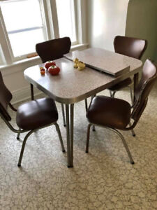 1950s Table & 4 chairs, Couch & Chair > Delivery Incl