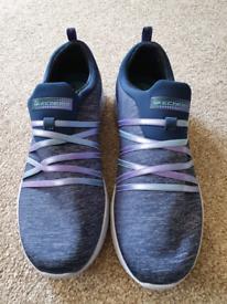 Sketchers shoes size 7