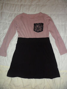 Cute pink/black dress with a lace pocket