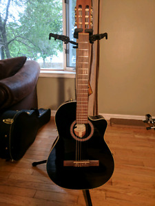 La Patrie guitar Hybrid Cutaway Black QIi with Tric Case