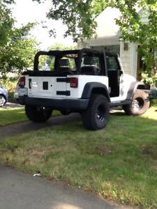 Soft top for Jeep Wrangler, great deal! Moving, no storage space