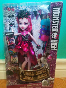Welcome to Monster High Draculaura Dance the Fright Away Doll