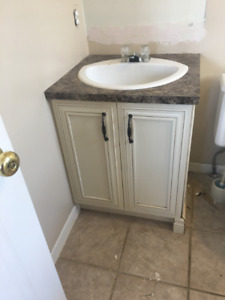 vanité salle de bain et mirroir