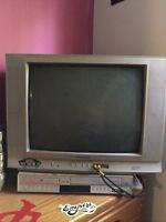 """22"""" tv and DVD VHS combo player"""