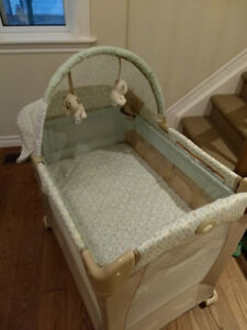 Graco travel crib with 'stages'