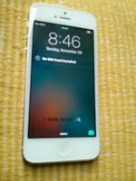 White IPHONE 5,16GB ROGERS IN EXCELLENT SHAPE.NO CRACK