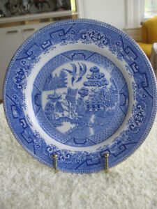 "GORGEOUS OLD VINTAGE MYOTT 8 in. ""BLUE WILLOW"" PLATE"