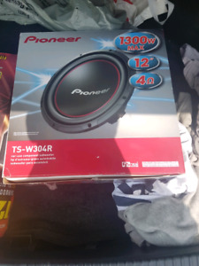 Pioneer  12' subwoofer with encloser box BRAND NEW