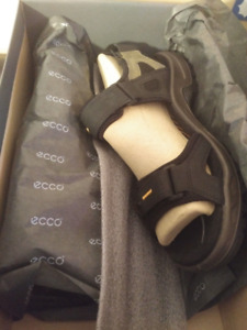 BNIB Men's Ecco Sport Sandals Size 42 (8-8.5)