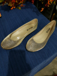 Women's sz 10 gold,  flat shoes
