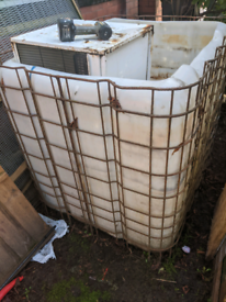 Free. 1000 litre plastic tub with metal cage. Fish pond/ water storage