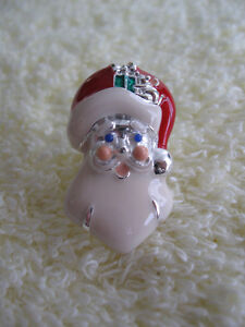 ...A CLASSY GOOD-QUALITY DEAR OLE SANTA LAPEL PIN...