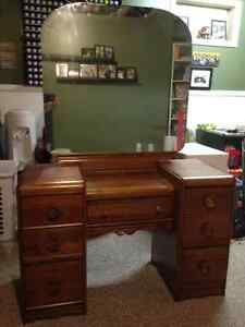 Desk/dresser with mirror