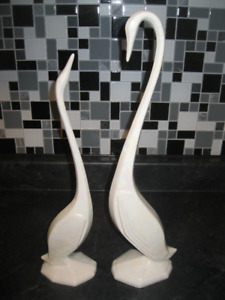ELEGANT VINTAGE PAIR OF SWAN ... EXCELLENT CONDITION