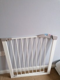 Brand new Lindam baby gate for sale